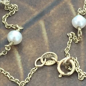 Jewelry - 14 kt gold and tiny Pearl Bracelet